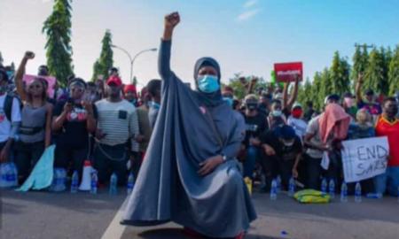 Aisha Yesufu supports the movement #sarsmustend