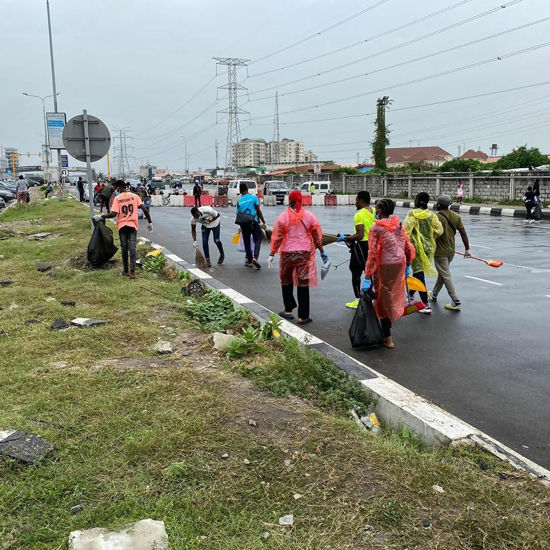 Nigerian youths cleaning the #endsars protest grounds