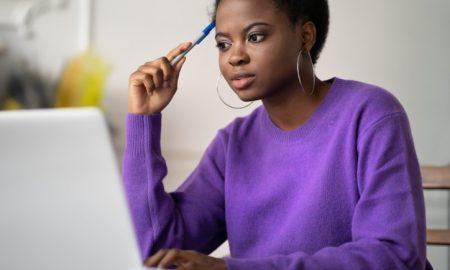 Black woman preparing a content calendar